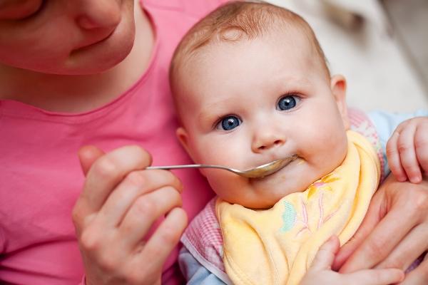 Картинка развитие малыша 4 месяца с мамой